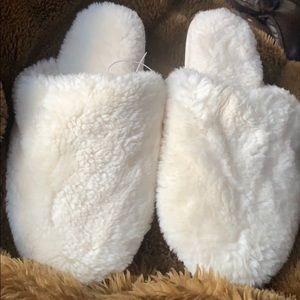 Ivory women's slipper size 9-10